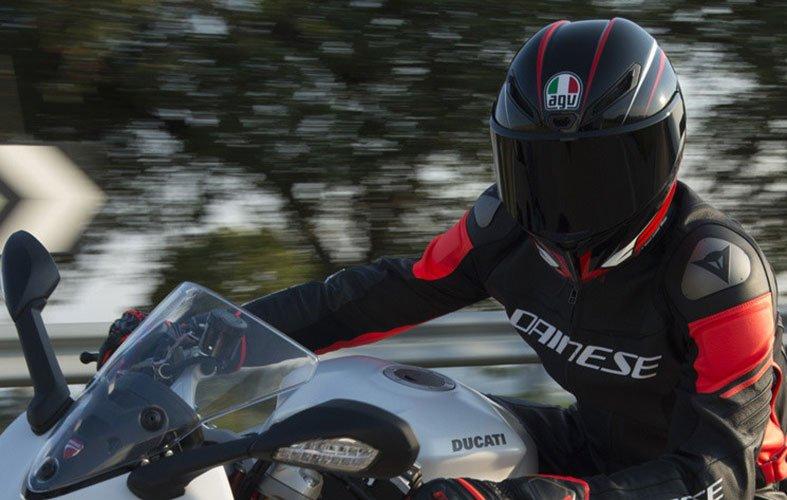 AGV Corsa R biker