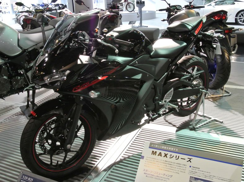 image of black Yamaha YZ R25